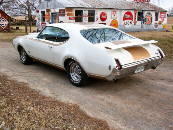 1969-hurst-olds-45-back (133K)